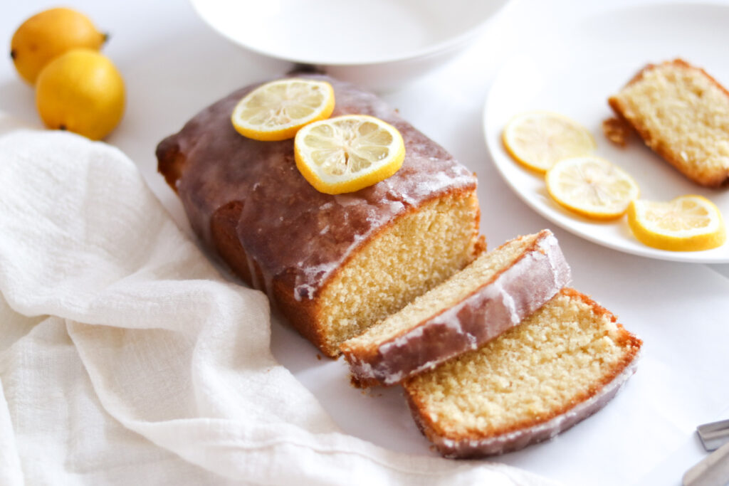 The best lemon drizzle recipe ever, that's so simple and easy to make.