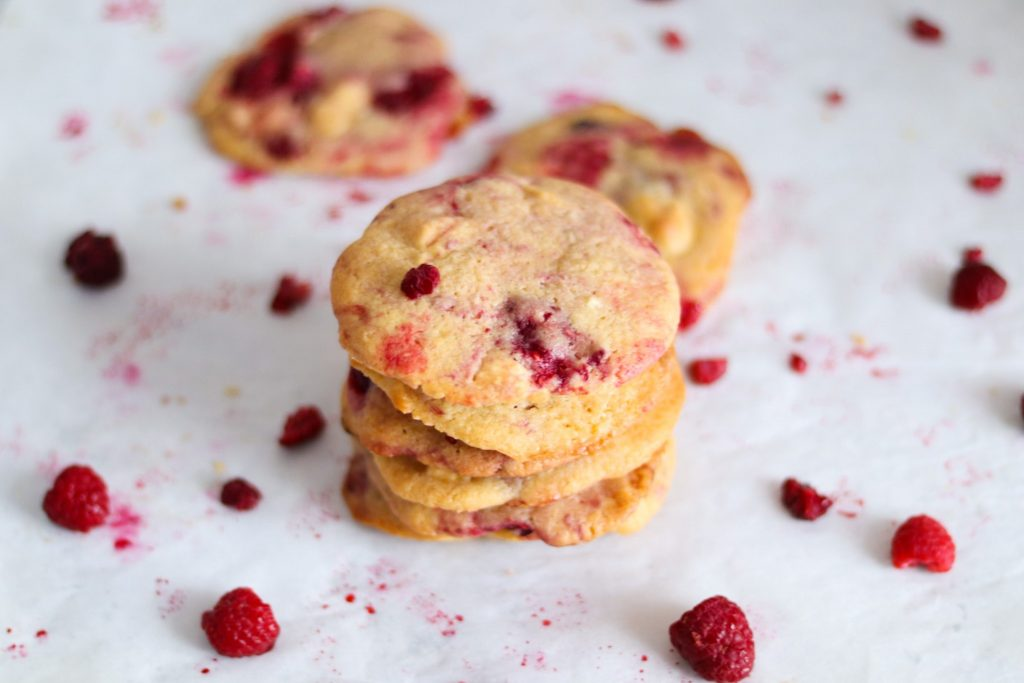 How to make frozen raspberry and white chocolate cookies